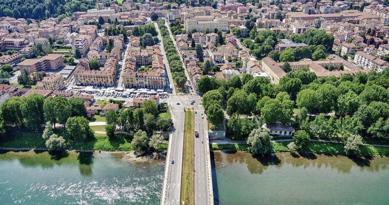 Parque linear permitiu que o centro da cidade tivesse área revitalizada e mais aberta que as ruas comuns. (Fonte: Torino Stratosferica/divulgação)