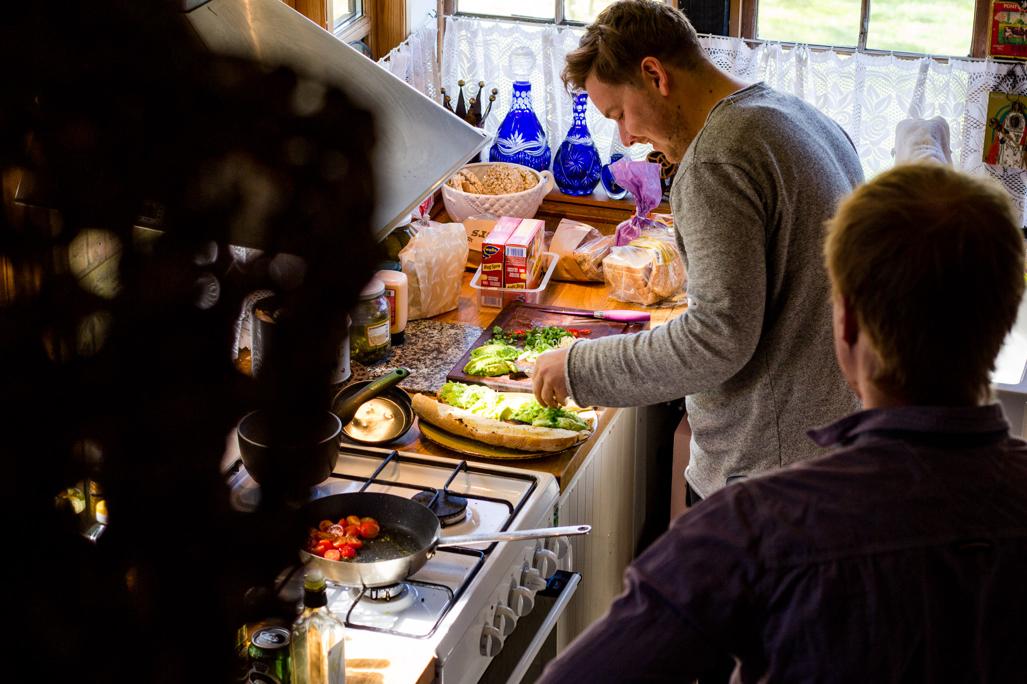 cooking lessons is one of the experience gifts for men that can be done