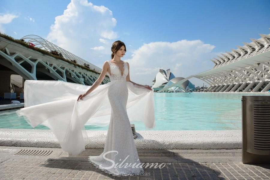 Приталена весільна сукня-трансформер