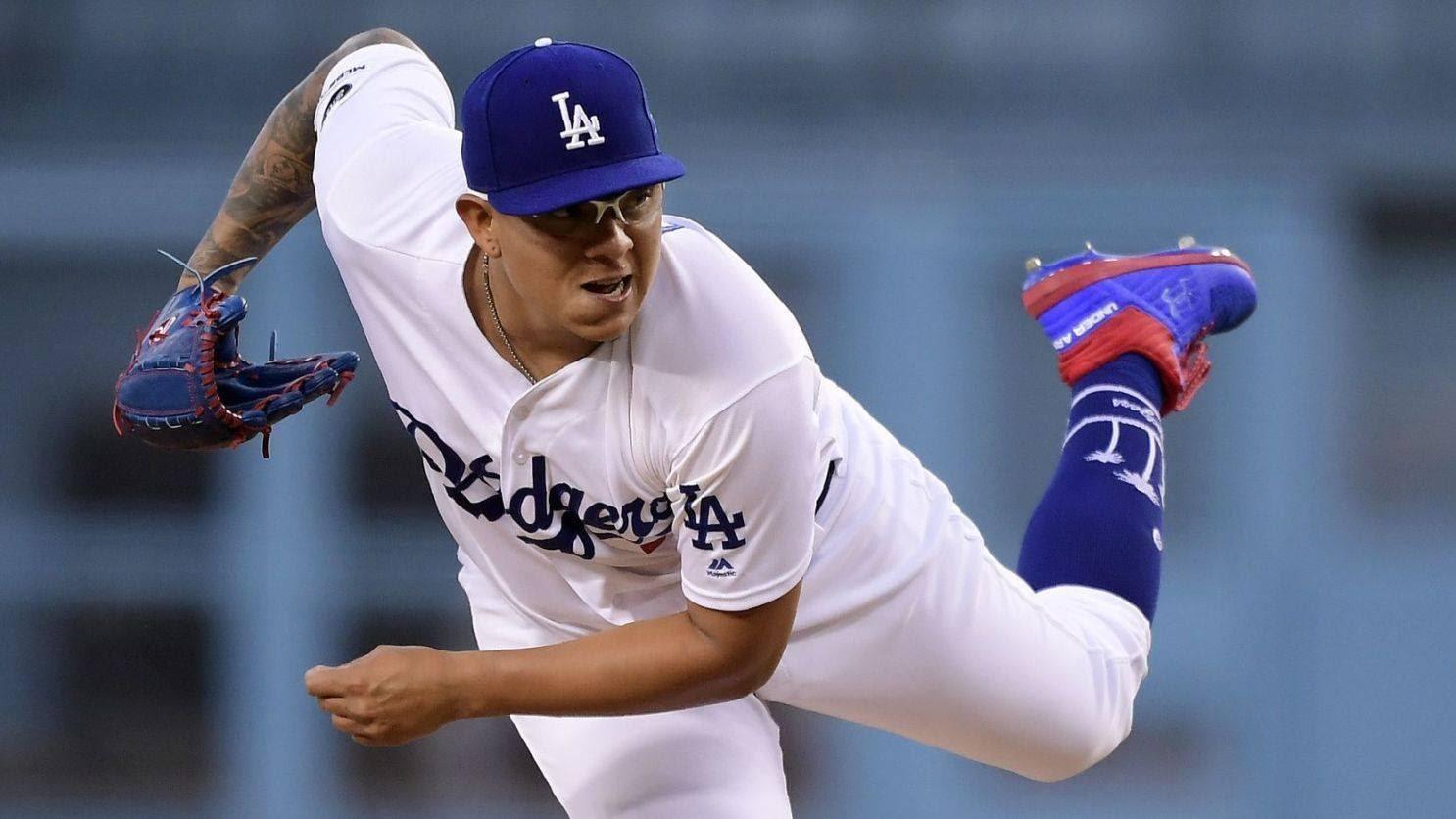 Jugador de béisbol en las manos  Descripción generada automáticamente