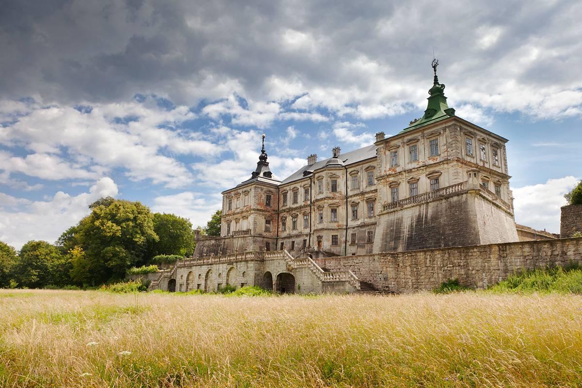 Що подивитися поблизу Львова замки фортеці цікаві місця
