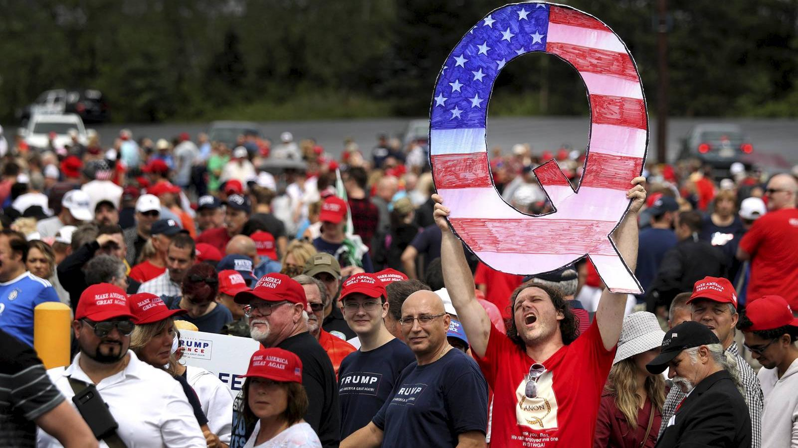 """Conspiracy theories in the digital world –  How does the digital language surrounding QAnon conspiracy theories differ on platforms such as Twitter and Reddit through the lens of """"Face"""" and """"Mask"""" culture?"""