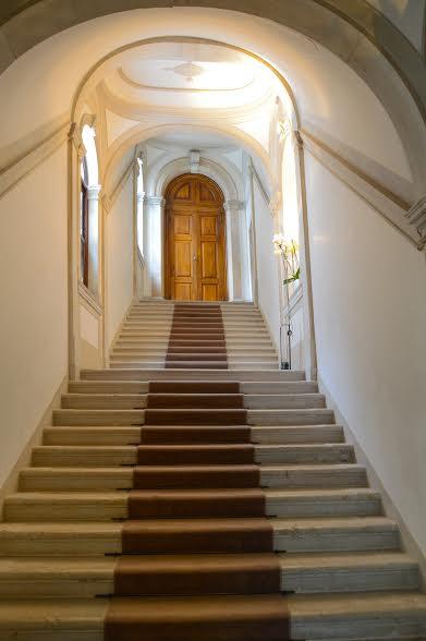 Trappe trappe tæppe løber i historisk bygning