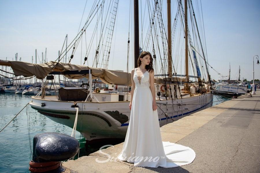 Весільна сукня з м'якою спідницею