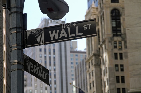 Wall Street and Broad St signs.
