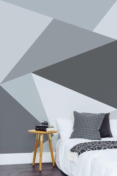 Quarto com pintura geométrica com vários tons de cinza