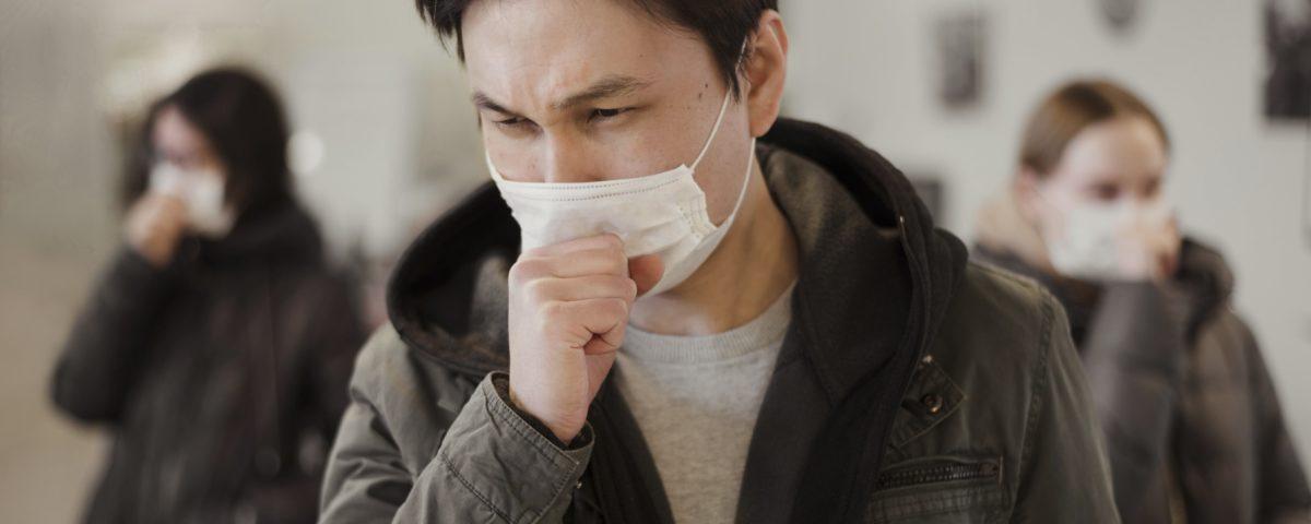 شخصی که ماسک بر دهان دارد کاربرد ماسک ببرای ویروس کرونا