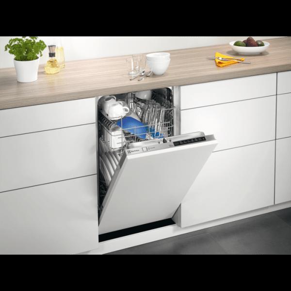 Посудомийна машина Electrolux ESL 94585 RO в інтер'єрі кухні