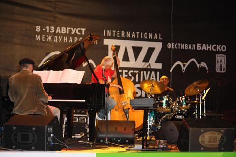 http://banskojazzfest.com/images/jazz/gallery/2011.jpg