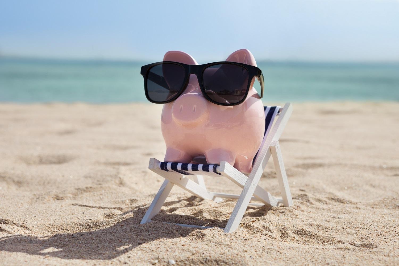Símbolo de ahorrar en verano si anticipas tu reserva