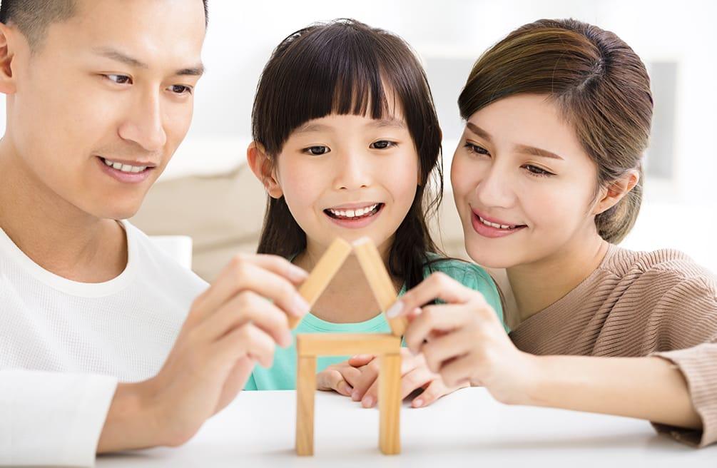 Cha mẹ nên dành thời gian để lắng nghe con cái và ngược lại con cái cũng nên hiểu và thông cảm cho bố mẹ.