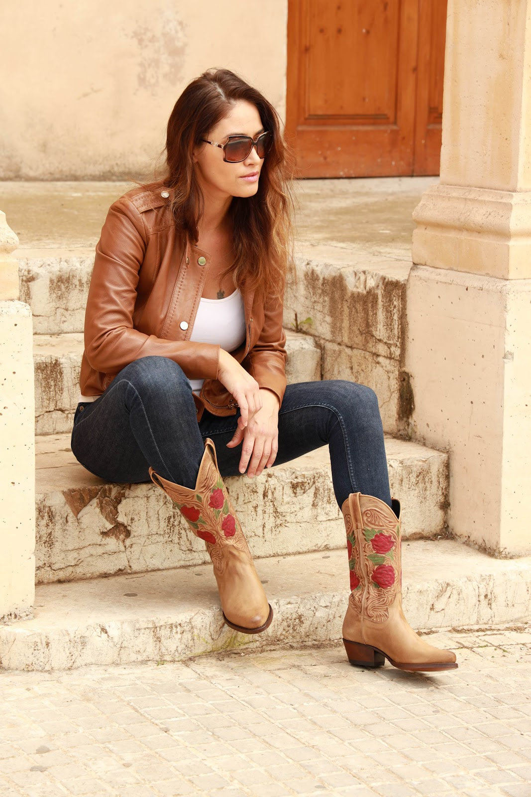 Cowboy boots and the cowboy look - With basics
