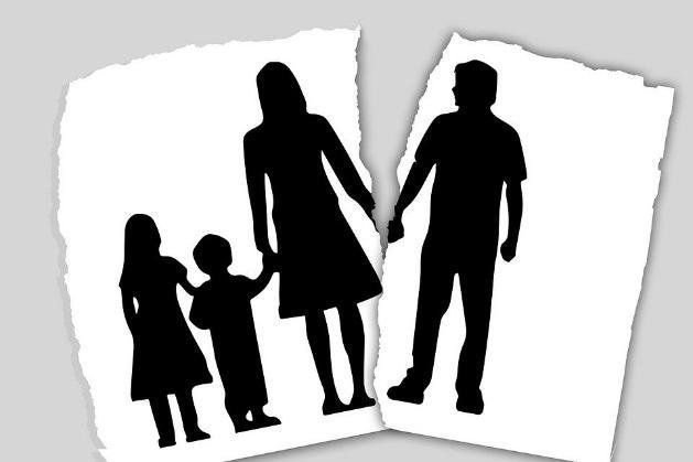 https://cdn.pixabay.com/photo/2018/01/18/11/17/family-3090056_960_720.jpg