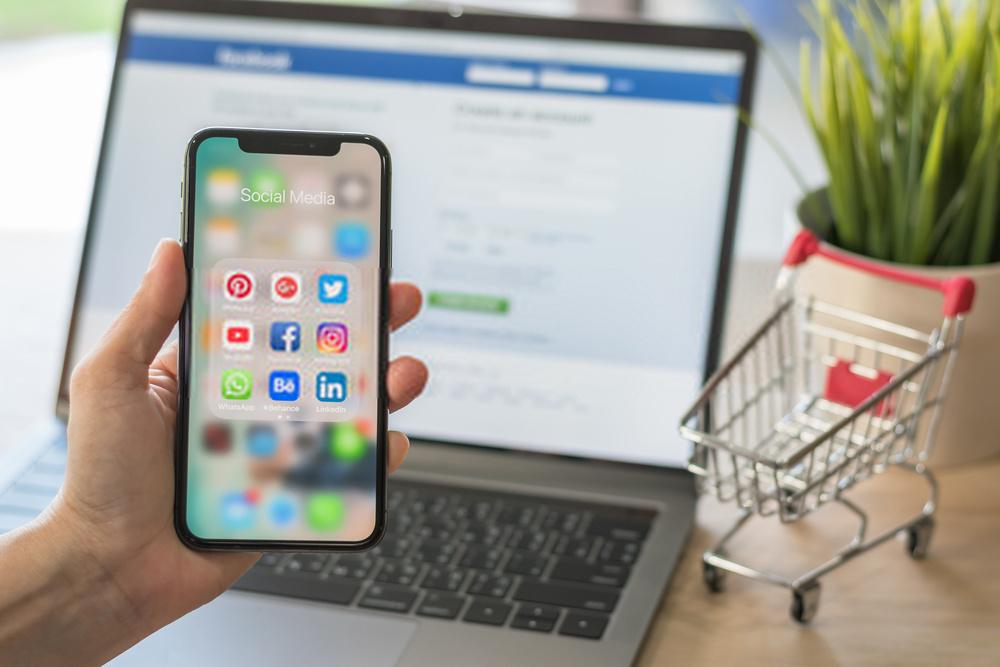 shopping-social-media-facebook