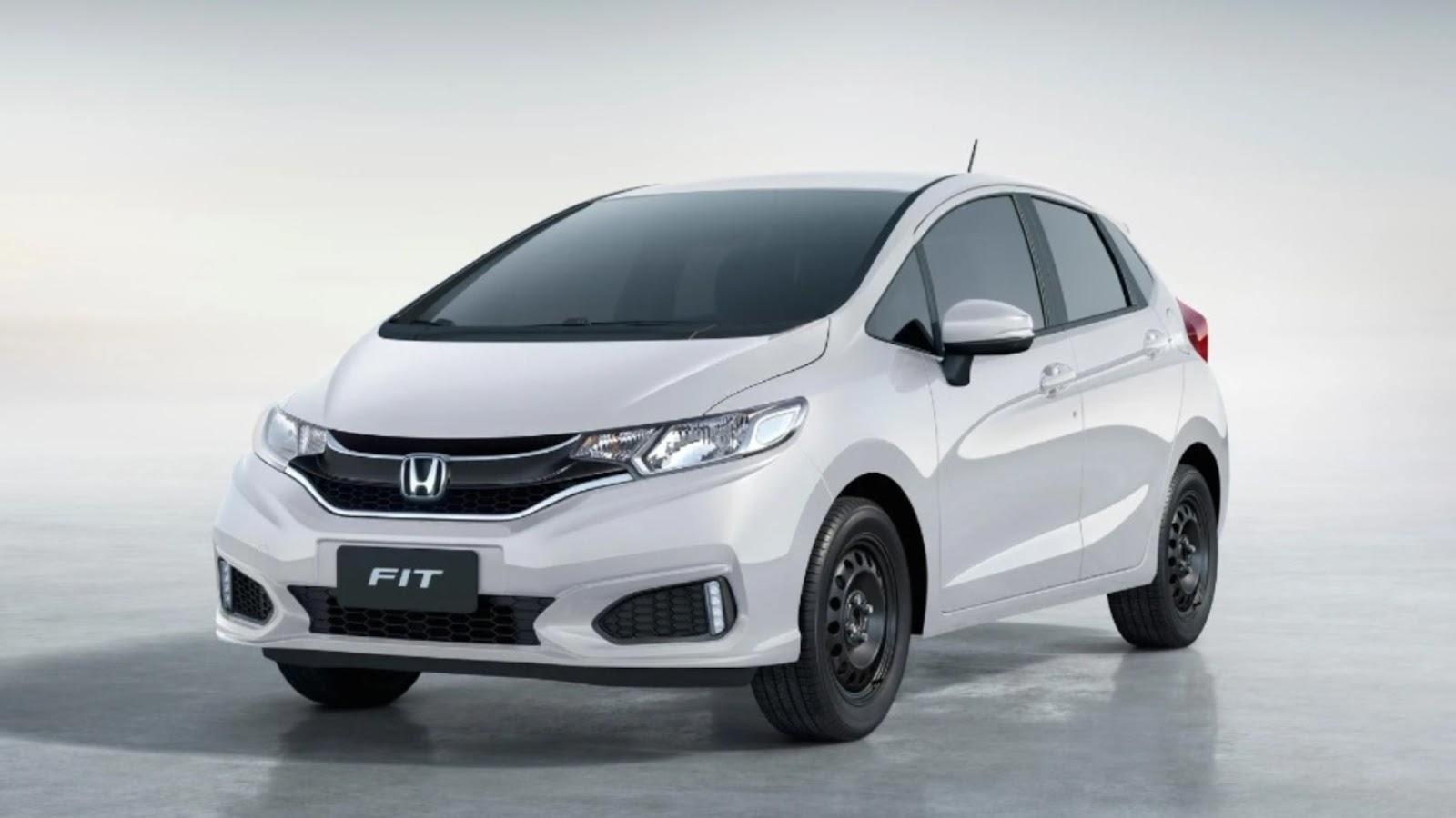 Honda Fit Personal branco visto desde a dianteira