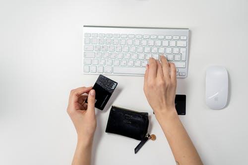 Persona-che-acquista-online