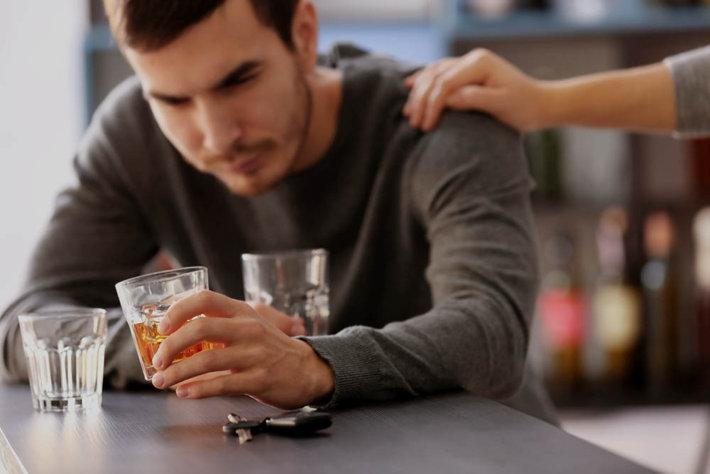 How to Help an Alcoholic Family Member
