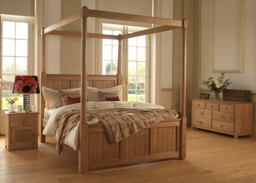 The Vermont Four Poster bed shown with accompanying bedside cabinets and chest