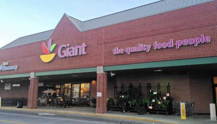 Traditional brick and mortar grocery store Giant