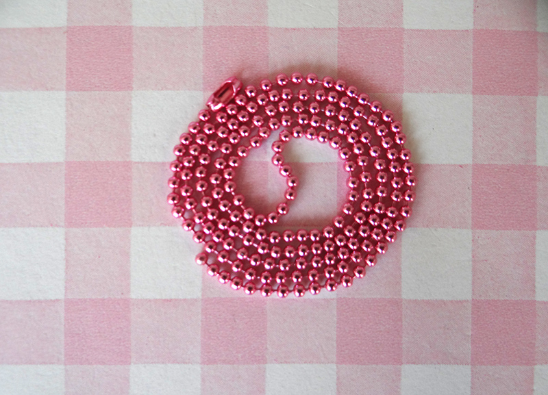 Ball chain roze.jpg