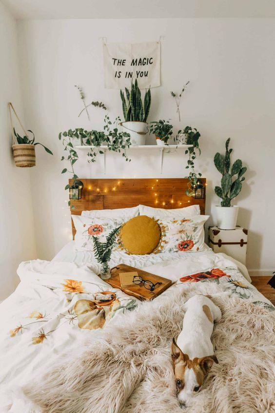 O imagine care conține interior, perete, pat, lenjerie de pat  Descriere generată automat