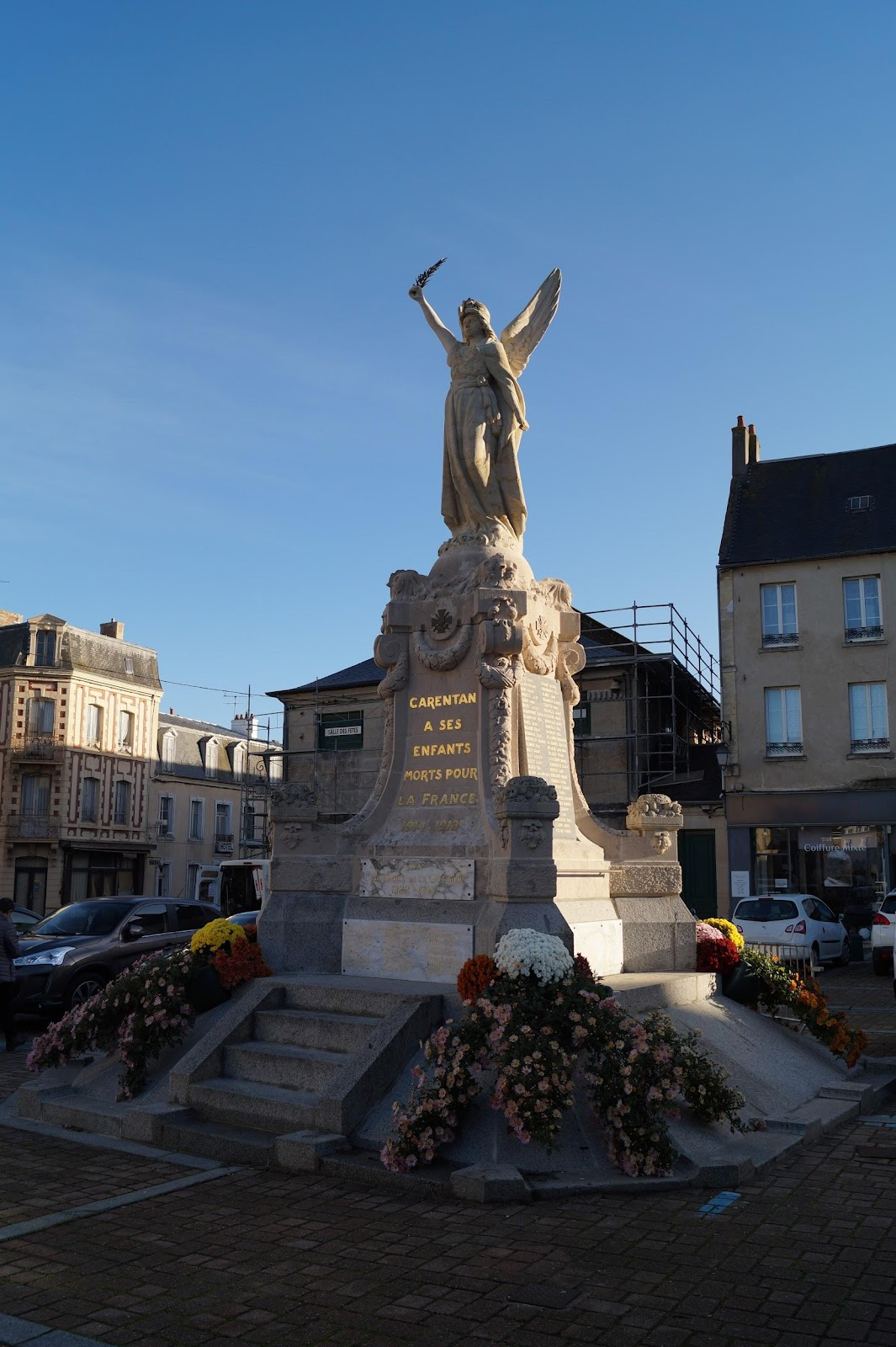 Place de la république, War Memorial