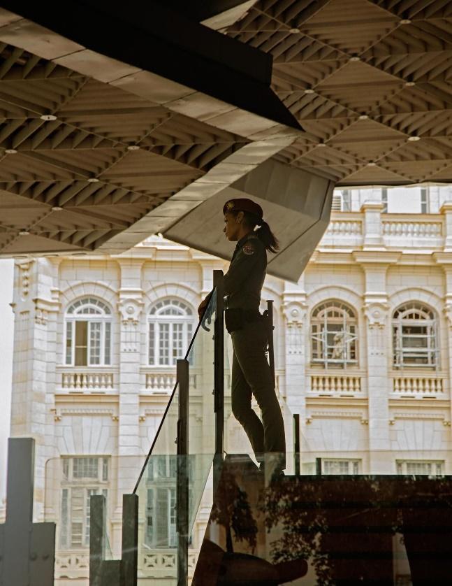革命博物館的一名警官。