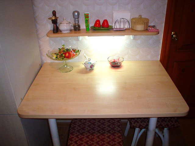 Бюджетный вариант кухонного обеденного) стола