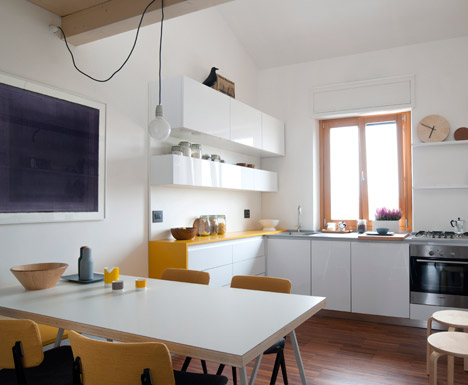 Tiny-Milan-Apartment-by-R-piuerre_dezeen_468_4.jpg