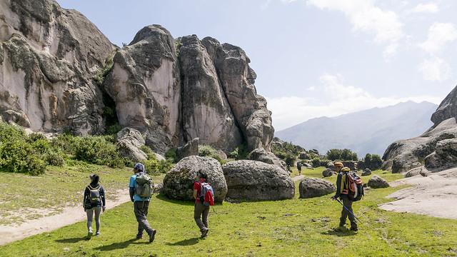 Visitantes haciendo Ecoturismo en Marcahuasi