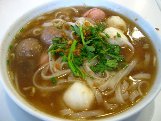 Món ngon Philippines -  mì Mami - iVIVU.com