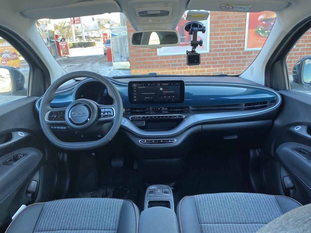 Et bilde som inneholder bil, utendørs, parkert, enhet  Automatisk generert beskrivelse