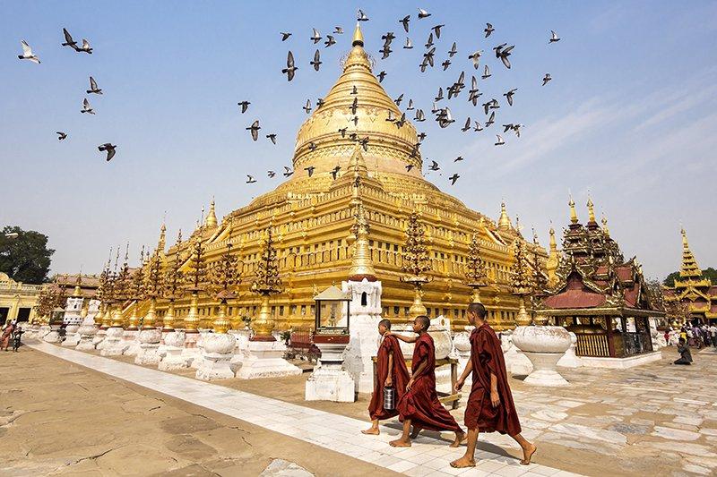 Đền Shwesandaw và sư tăng