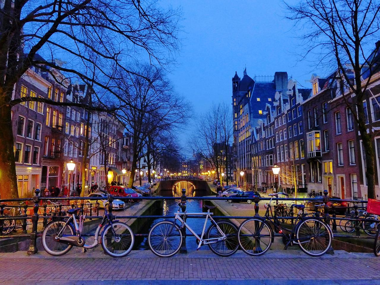 amsterdam-1243233_1280.jpg