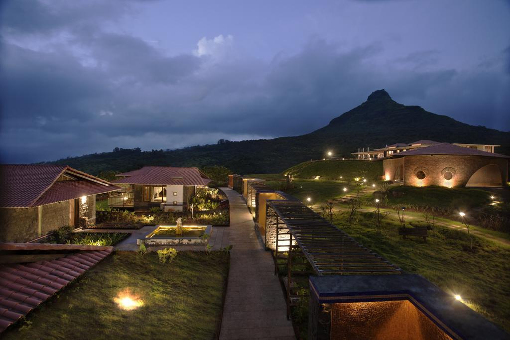 https://www.hotelsinlonavala.co.in/photos/1527462977.jpg