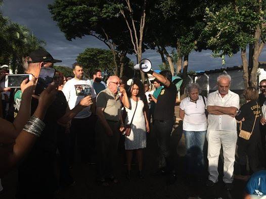A imagem pode conter: 6 pessoas, incluindo Cida Alves, pessoas em pé, multidão e atividades ao ar livre
