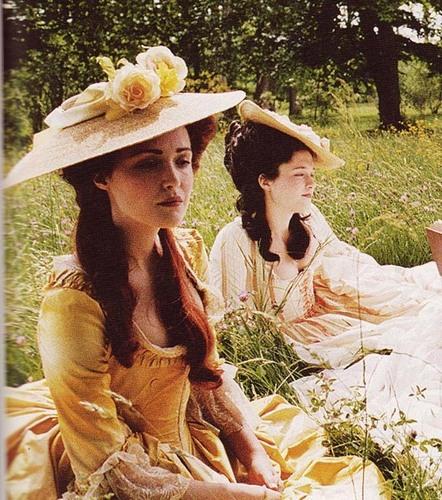Rose-in-Marie-Antoinette-rose-byrne-6770584-442-500.jpg