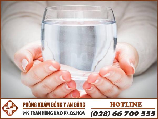Tại sao bệnh nhân đau dạ dày nên uống nhiều nước?