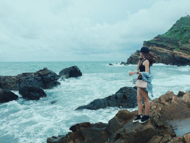 Bãi đá Cầu Mỵ là một trong có nên đi du lịch cô tô