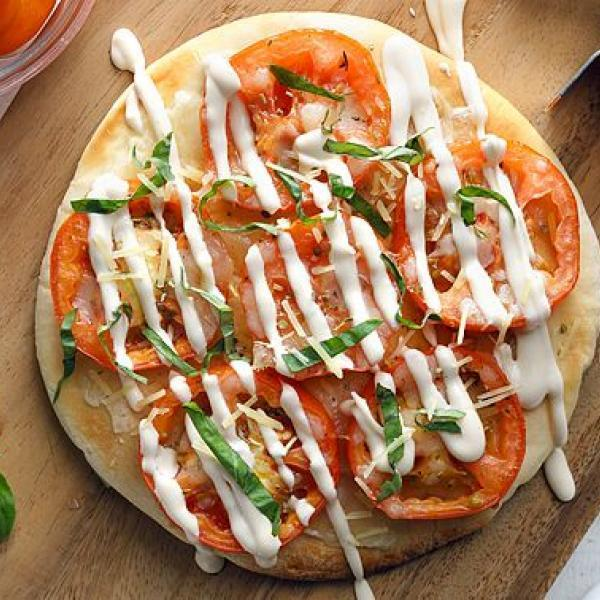 hearty meals pizza with white sauce