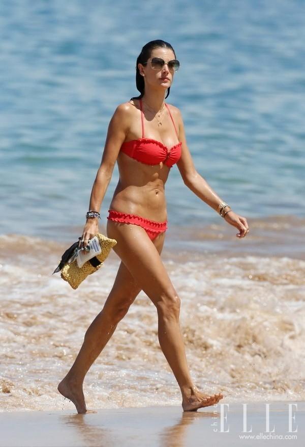 Hollywood Actress Love The Seaside Resort Wear Swimwear