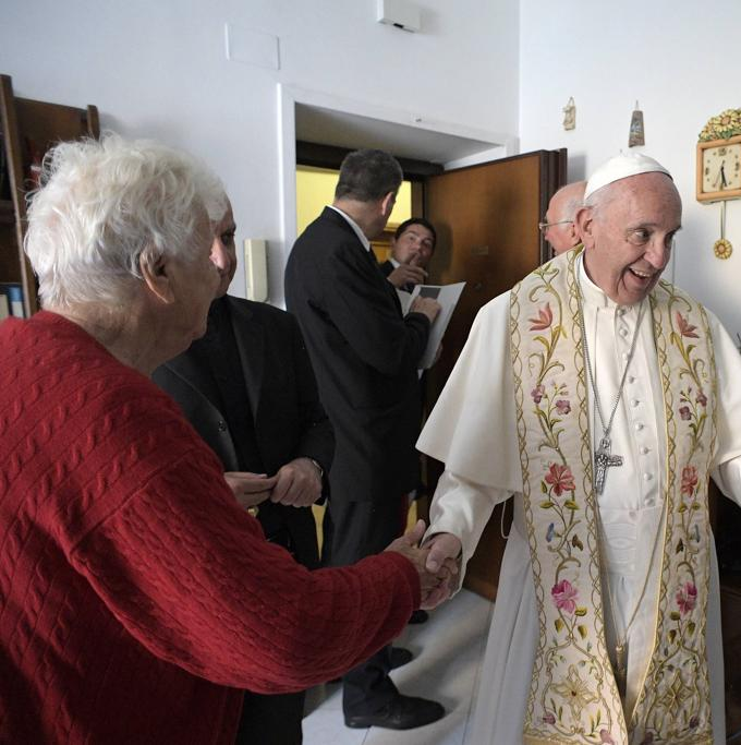 """Chuông cửa reo … """"Ai đó?"""" """"Đức Giáo hoàng đây"""""""