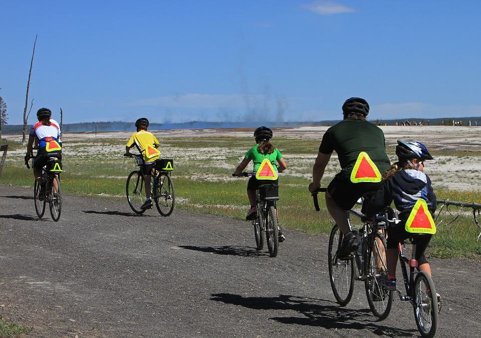 bicyclists-1405997_960_720.jpg
