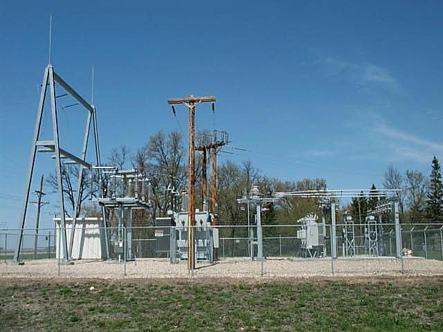 https://upload.wikimedia.org/wikipedia/commons/c/c0/Electrical_Substation.JPG