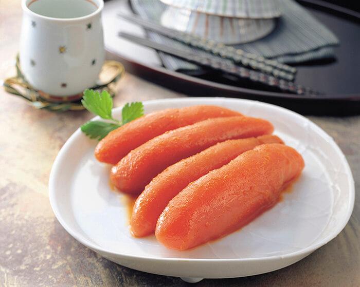 明太子是明太鱈的魚卵,是許多日本人家中的常備食材,在日本人心目中就像廉價版的台灣烏魚子。但明太子不像烏魚子一樣黏口,口感細緻而滑順,入口即散。