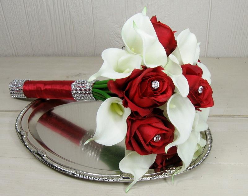 Красно-белый букет с каллами