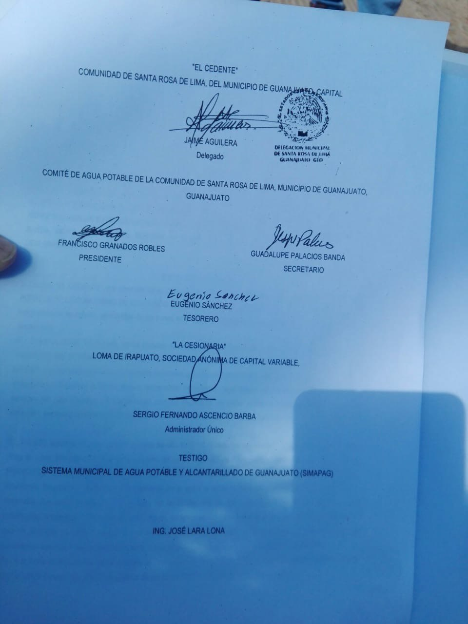 El convenio para ceder agua al fallido hotel viene con la firma del diputado federal