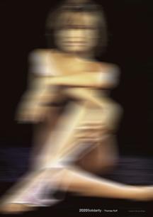 앉아있는, 여자, 남자, 흐린이(가) 표시된 사진  자동 생성된 설명