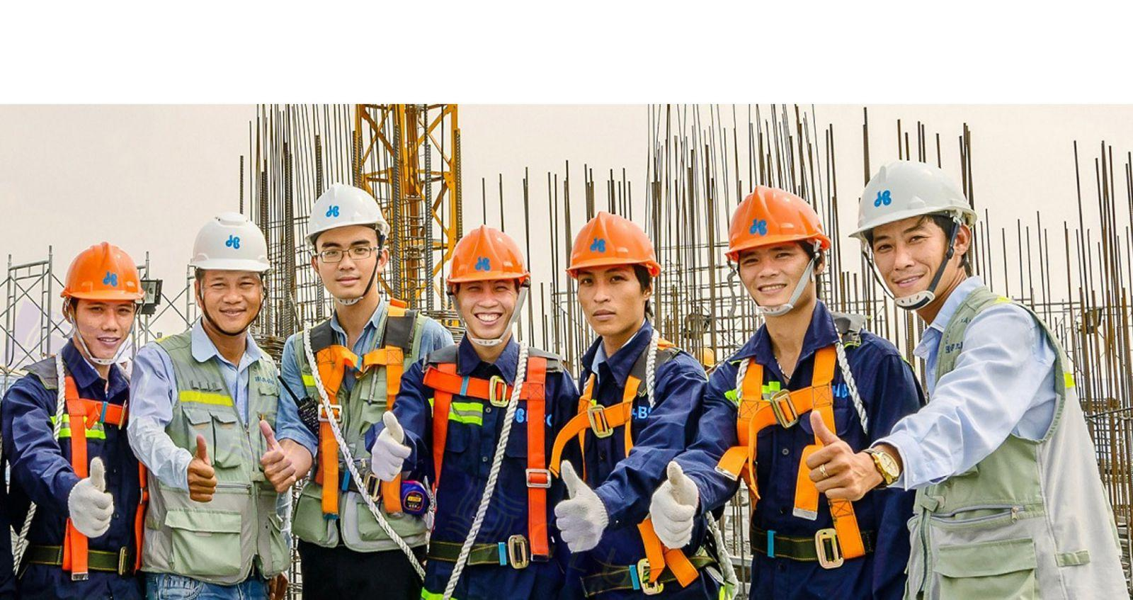 Trang bị đồ bảo hộ lao động cho công nhân