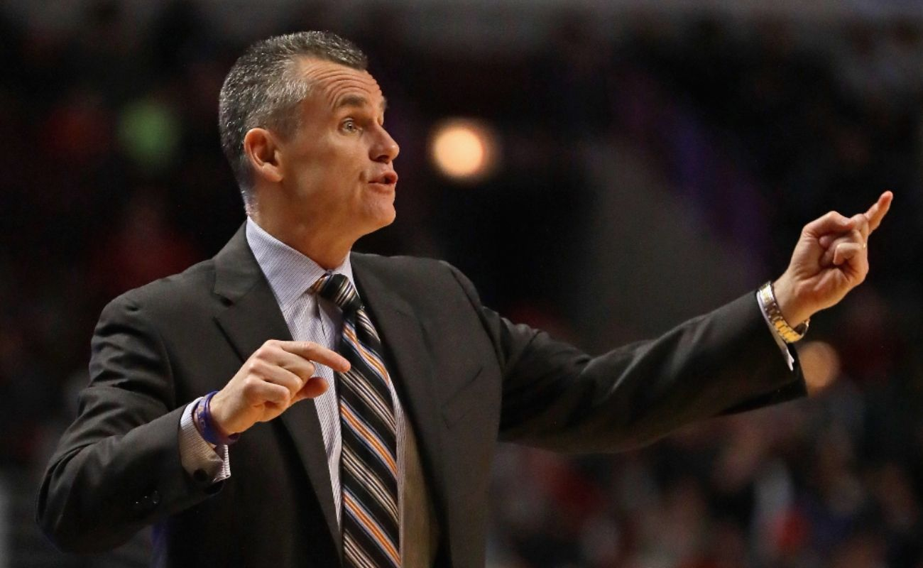 Head coach Billy Donovan of the Oklahoma City Thunder gives instructions to his team against the Chicago Bulls at the United Center on January 9, 2017 in Chicago, Illinois. The Thunder defeated the Bulls 109-94. (Photo by Jonathan Daniel/Getty Images)